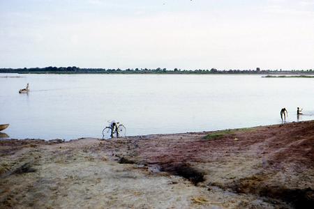 Lavage de vélo dans le Chari