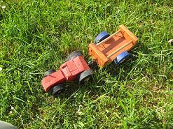 tracteur en bois et sa remorque,récup de chutes de bois